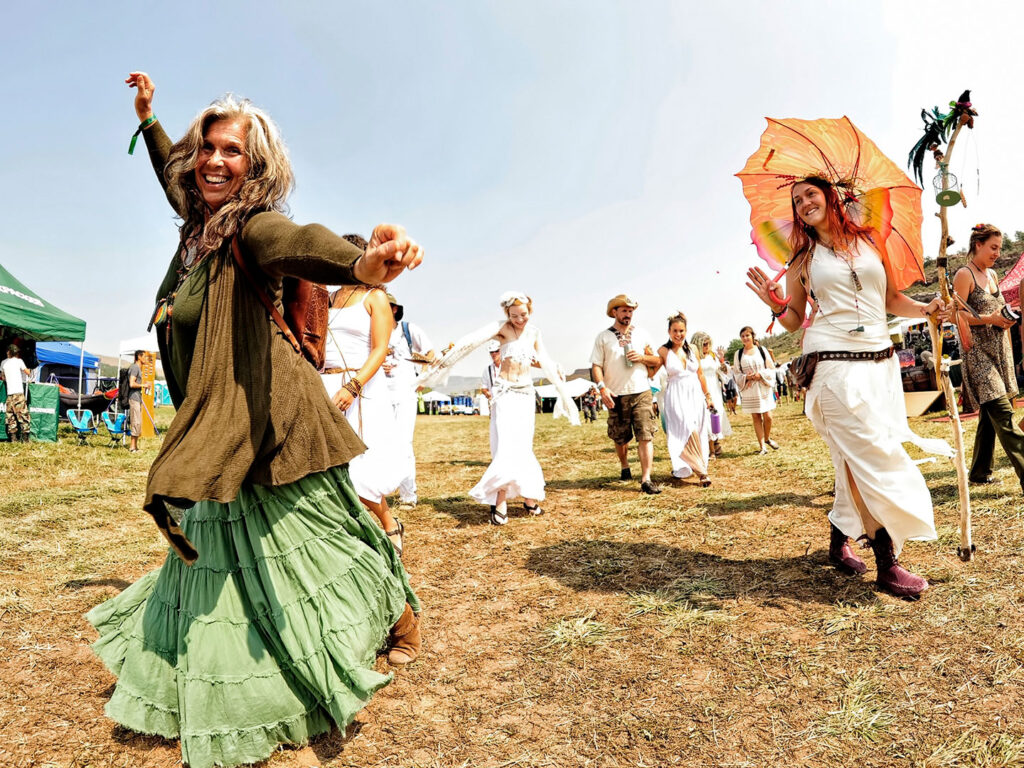 Happy people at Arise Festival